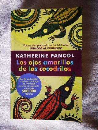 """Libro """"Los ojos amarillos de los cocodrilos"""""""