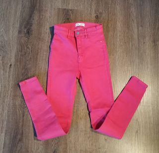 Pantalón rosa chicle. T. 36