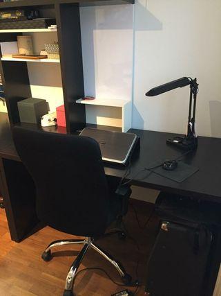 Mesa escritorio en dos módulos.