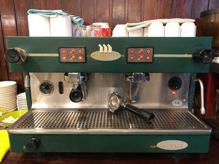 Cafetera profesional con dos tiradas