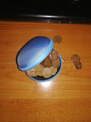 Mini cartera, comoda para llevar dinero.