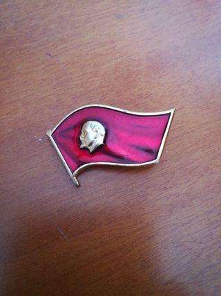 varios insignias y medallas