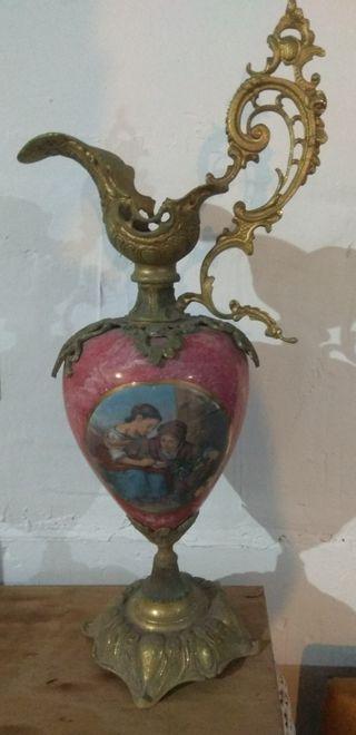 Jarrón antiguo en bronce y porcelana