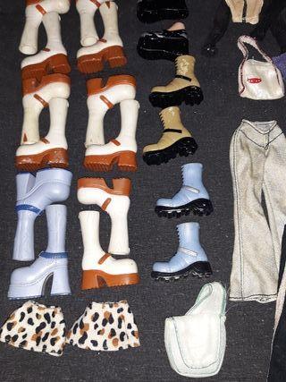 Botas y ropa variada bratz