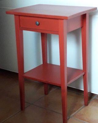 Mesa de noche roja