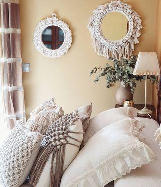 Espejos y cojines de macramé