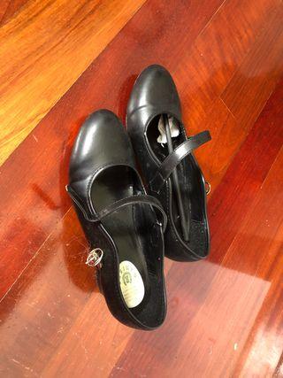 Zapatos flamencos nuevos
