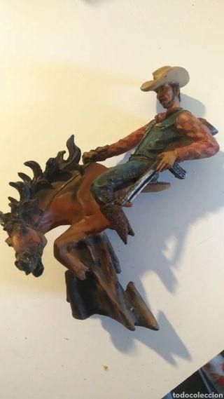 Figura de cowboy con caballo