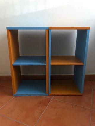 2 estanterías coloridas