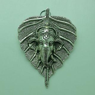 Hoja plateada con Ganesha para colgar