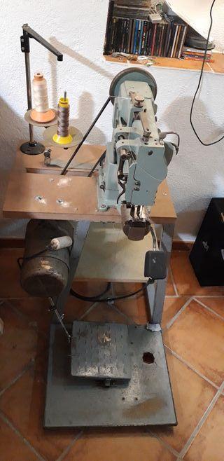 Máquina de coser Adler 169 triple arrastre.