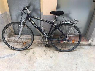 Bici Orbea cross con casco de Btwin