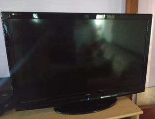 se vende televisión OKI de 42 pulgadas.