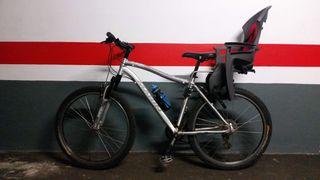 Bicicleta con asiento de niño