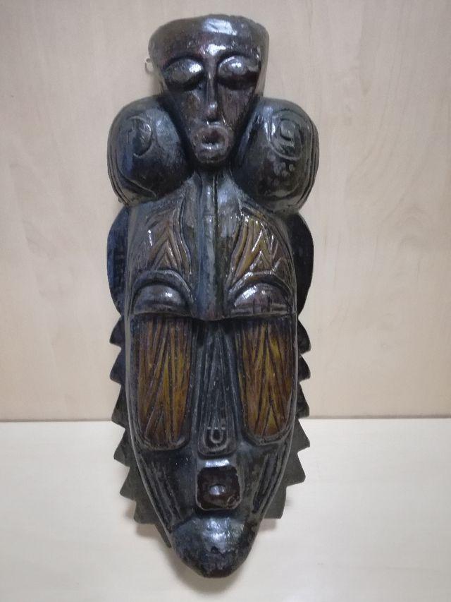 Antigua mascara de madera etnica