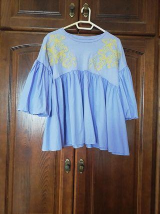 blusa Zara con bordados.