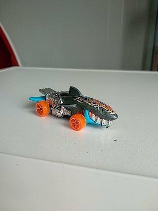 hot wheels sharkcruiser 2011