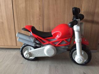Moto ducati bebé