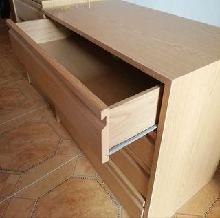 Mueble de madera con cajones