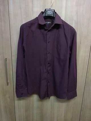 Camisa de hombre burdeos