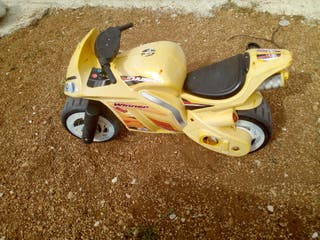moto amarilla