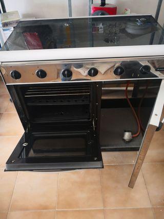 cocina de gas, de acero inoxidable