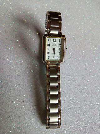 54c4f84adf5a Reloj de oro mujer de segunda mano en Madrid en WALLAPOP