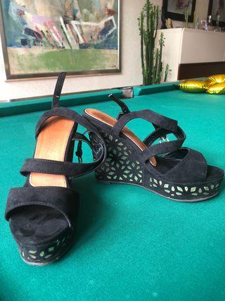 Zapato tipo cuña de tacón