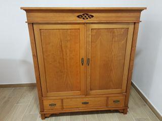 Mueble madera maciza.