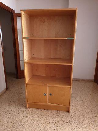 2 estanterías y un sofa