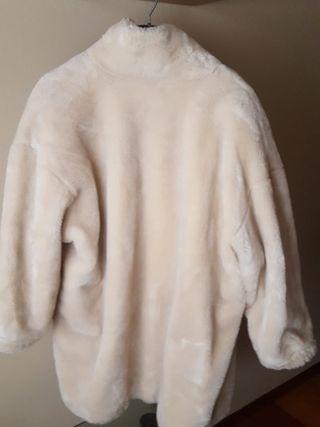 Abrigo imitación muton,de Paris en beige