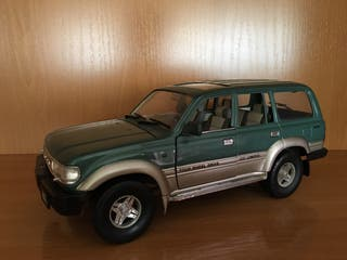 Toyota Land Cruiser (Road Tough) 1/18