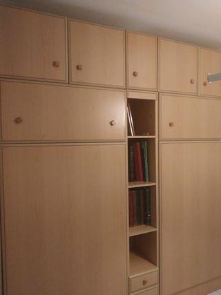 Dos muebles cama abatibles con estanterias