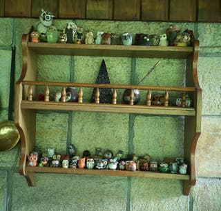 estantería rústica de madera