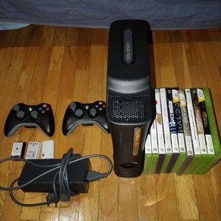 Xbox 360 + 2 mandos y 11 juegos