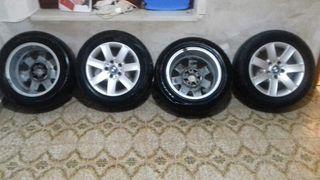 hola vendo 4 neumáticos con las llantas de BMW