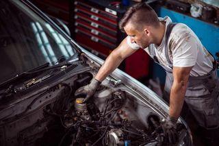 Aprendiz mecánico de coches