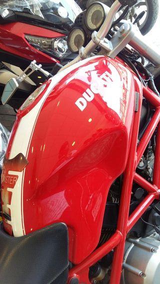 Ducati Monster 800 S2r + equipación