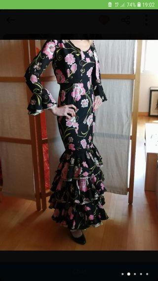 vestido de flamenca, con torera.