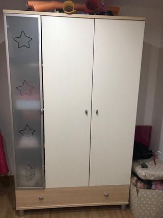 Conjunto infantil ( armario, cambiador y 2 baldas)