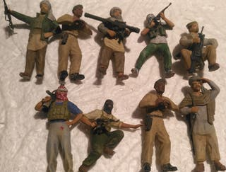 Lote 9 soldados insurgentes 1/35 montados y pintad
