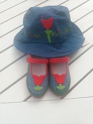 gorrito y zapatillas