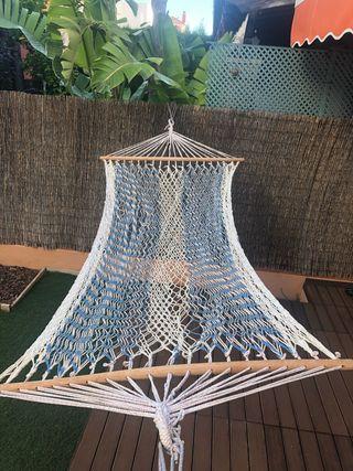 Hamaca de hilo colgante con travesaños de madera