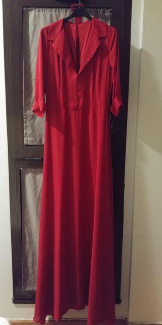 Elegante vestido de fiesta rojo oscuro