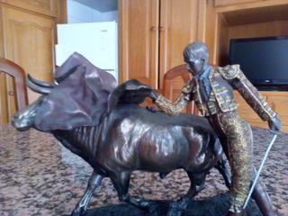 Figura de resina, imita al bronce, a estrenar