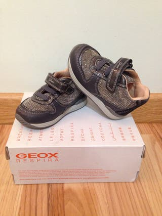 Zapatos niña 21 Geox (con luces) de segunda mano por 5 € en