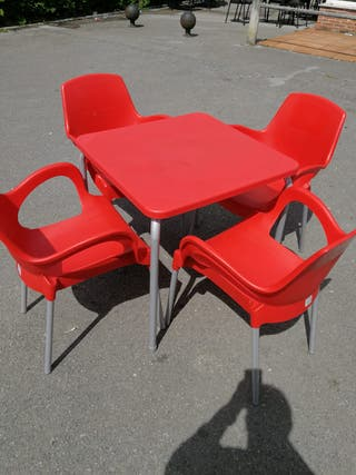 Conjunto mesa y 4 sillas terraza.