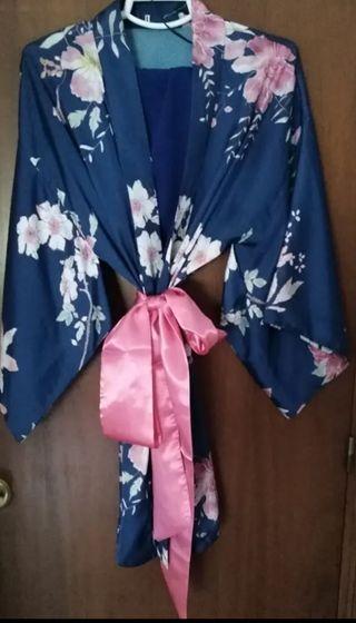Precioso kimono floral, con falda a juego