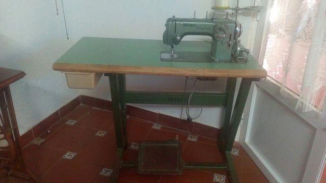 Máquina de coser refrey transforma