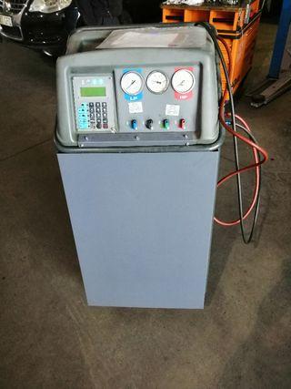máquina carga aire acondicionado